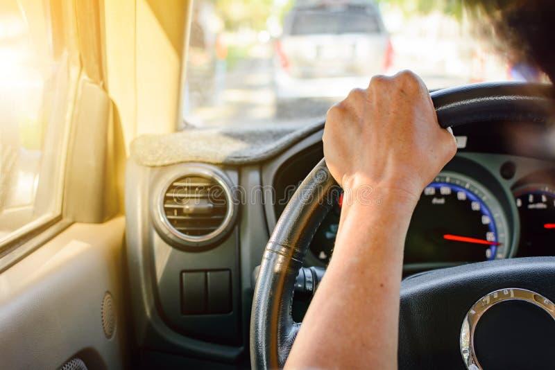 安全的驾驶在旅行和交通 图库摄影