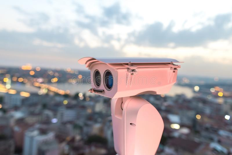 安全监控相机查出交通和恐怖分子威胁的运动 安全的概念和预防  库存图片