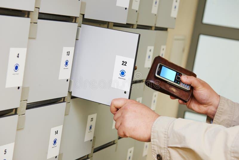 安全细胞箱子用法 库存图片