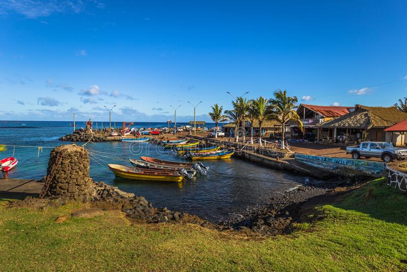 安加罗阿,复活节岛- 2017年7月12日:在H港口的Moai  库存照片