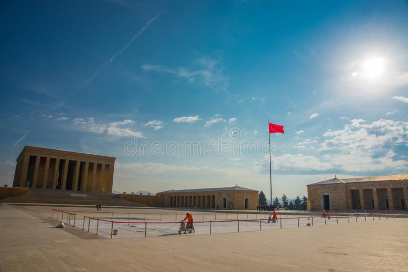 安卡拉,土耳其:在陵墓和土耳其旗子前面的正方形 Anitkabir是创建者的陵墓土耳其语 库存照片
