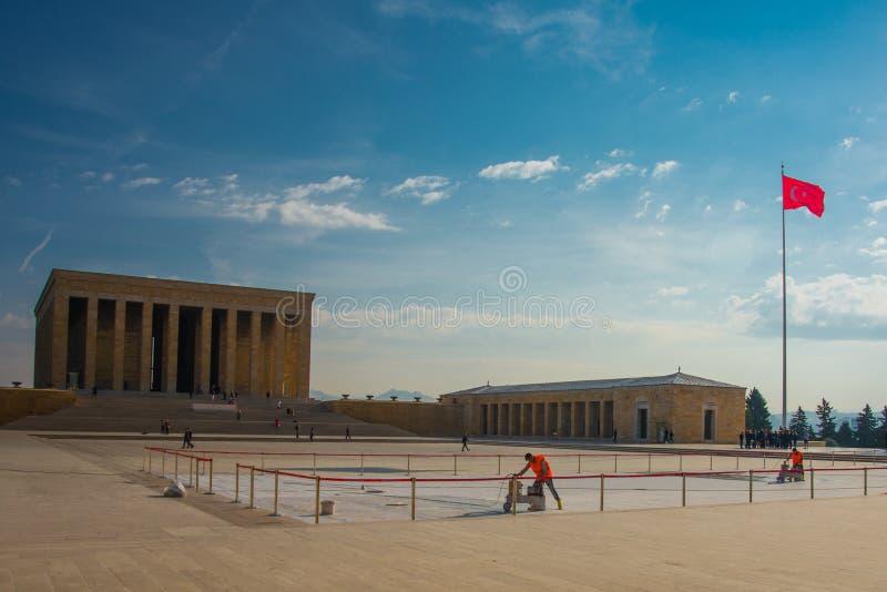 安卡拉,土耳其:在陵墓和土耳其旗子前面的正方形 Anitkabir是创建者的陵墓土耳其语 免版税库存照片