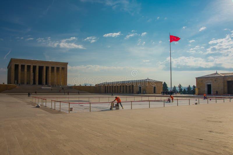 安卡拉,土耳其:在陵墓和土耳其旗子前面的正方形 Anitkabir是创建者的陵墓土耳其语 库存图片