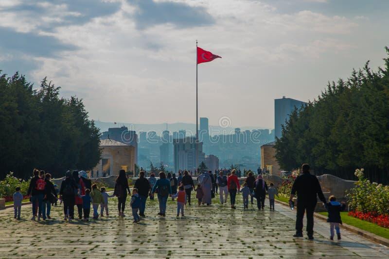 安卡拉,土耳其:在陵墓和土耳其旗子前面的正方形 Anitkabir是创建者的陵墓土耳其语 免版税图库摄影