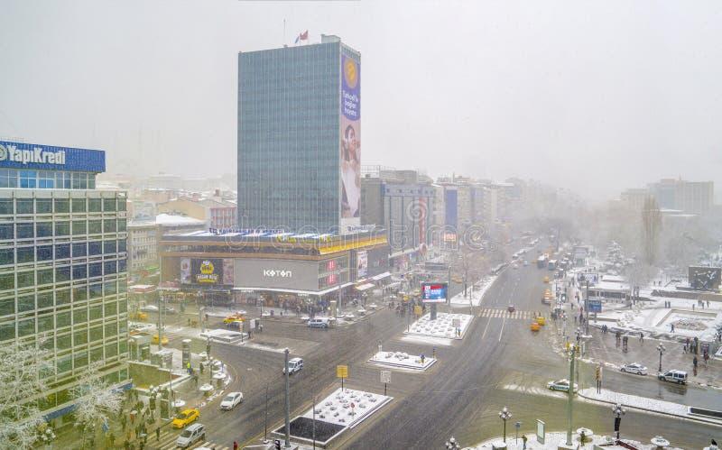 安卡拉/土耳其12月06日2019年:在冬时的市中心Kizilay 库存图片