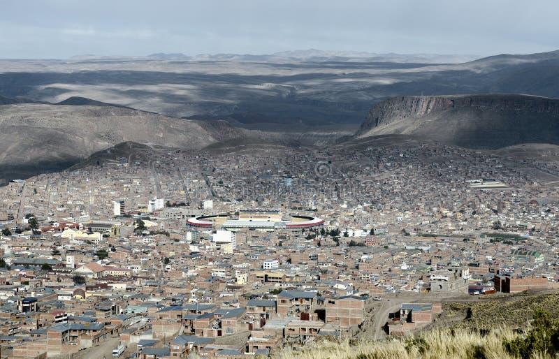 安地斯山波托西(联合国科教文组织)围拢的全景在玻利维亚 免版税库存照片