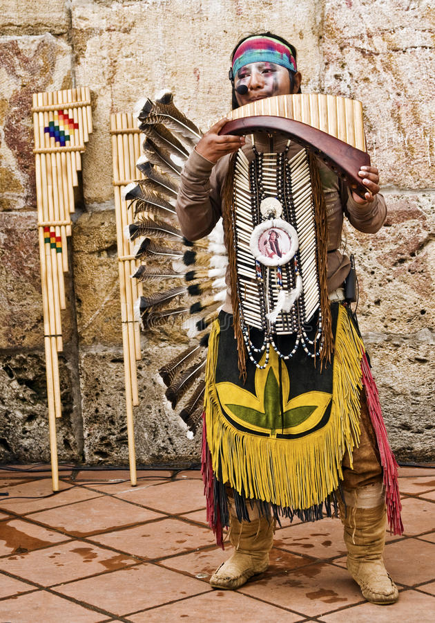 安地斯山的印第安音乐家 免版税库存图片