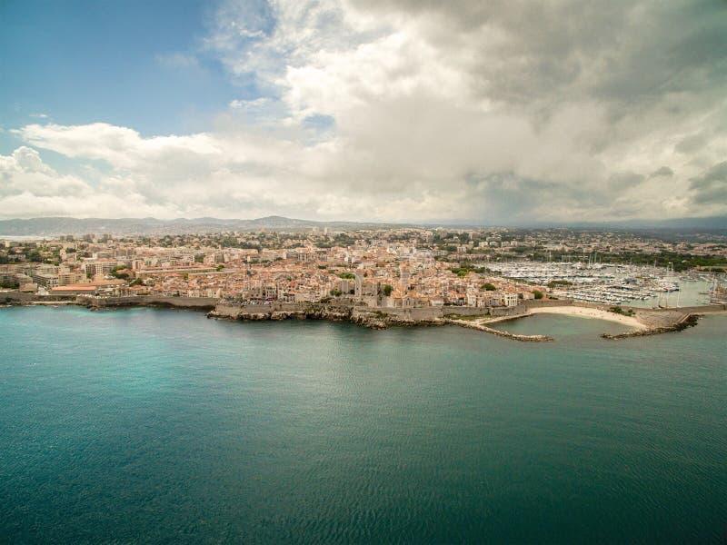 安地比斯市&口岸鸟瞰图,在法国南部 库存图片