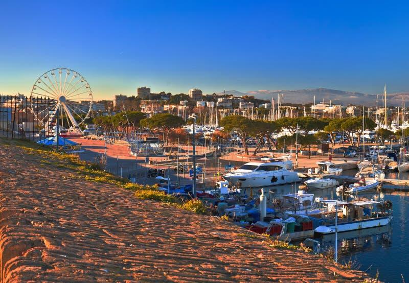 安地比斯江边和港Vauban港口全景 库存图片