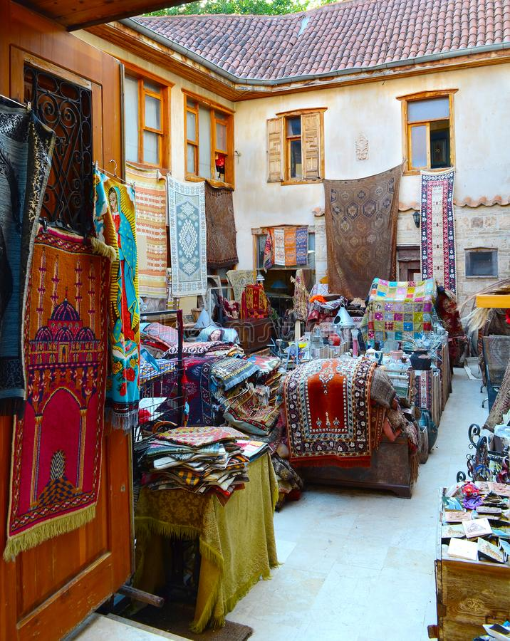 安塔利亚,土耳其, 5月10日 05 2018年 商店地毯和老事在easten镇 库存图片