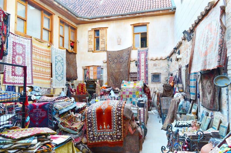 安塔利亚,土耳其, 5月10日 05 2018年 商店地毯和老事在easten镇 库存照片