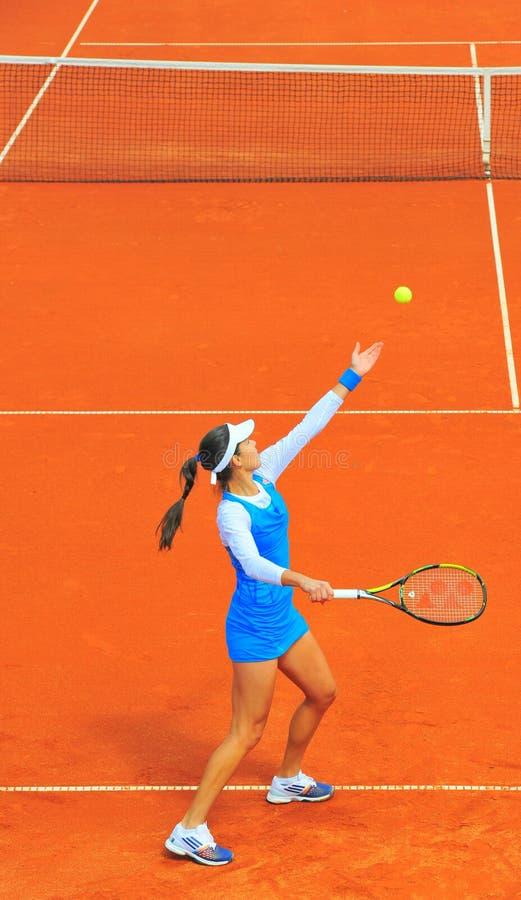 安娜・伊万诺维奇网球员服务 库存图片