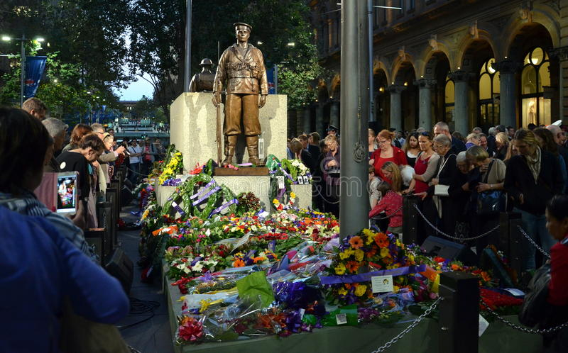 安扎克天在纪念碑,马丁位置的日落服务 免版税库存照片