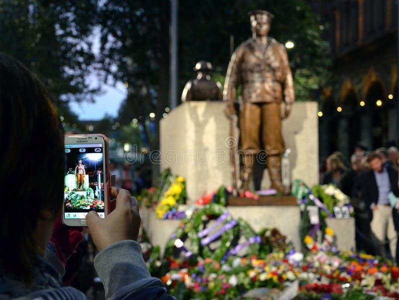 安扎克天在纪念碑,马丁位置的日落服务 免版税库存图片