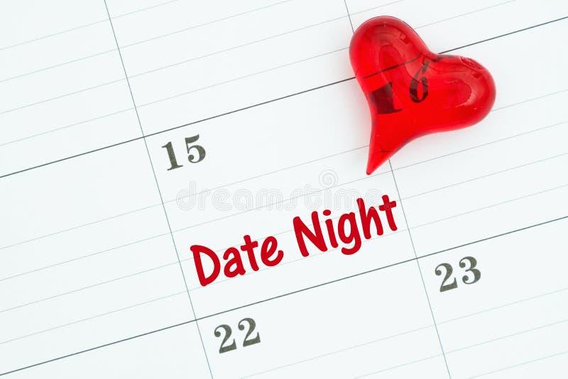 安排您的与一本日历的日期夜与红心 库存图片