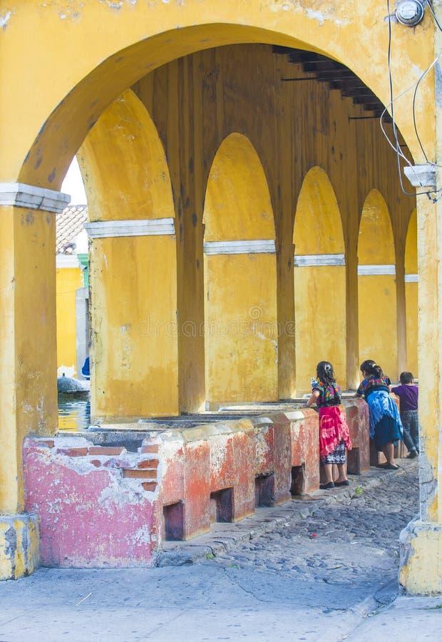 安提瓜岛街道洗衣店 免版税库存照片