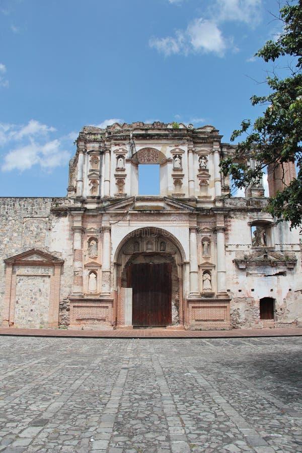 安提瓜岛,危地马拉:耶稣会教会(1626),在1773年损坏被一次地震 免版税库存照片