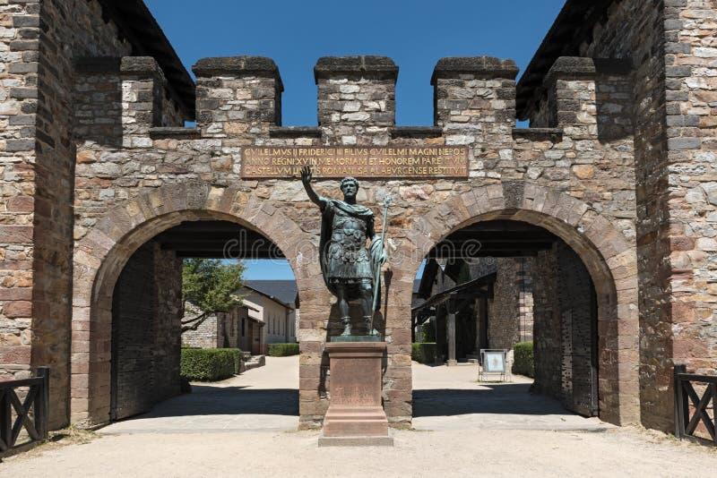 安敦宁・毕尤雕象在罗马kastell前Saalburg的头的在法兰克福,德国附近的 库存图片