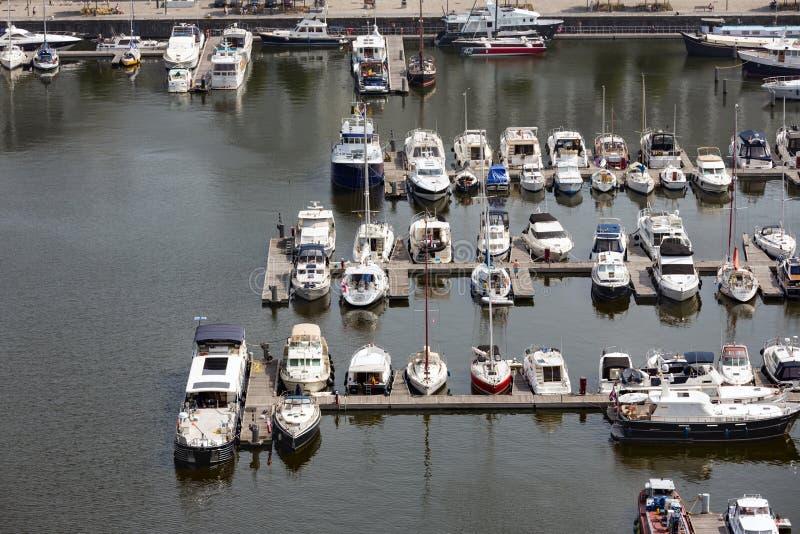 安特卫普与小游艇船坞港口的港区鸟瞰图  免版税库存图片