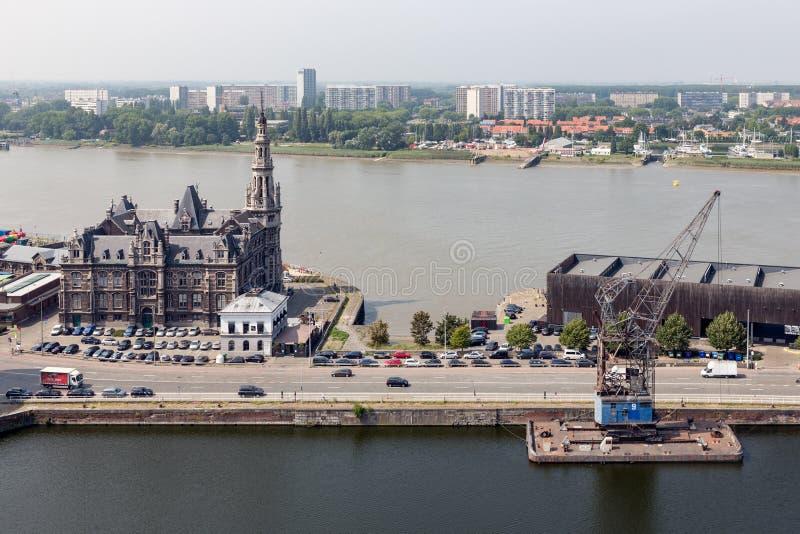 安特卫普与河Schelde的港区鸟瞰图harborAntwerp的,比利时 免版税图库摄影