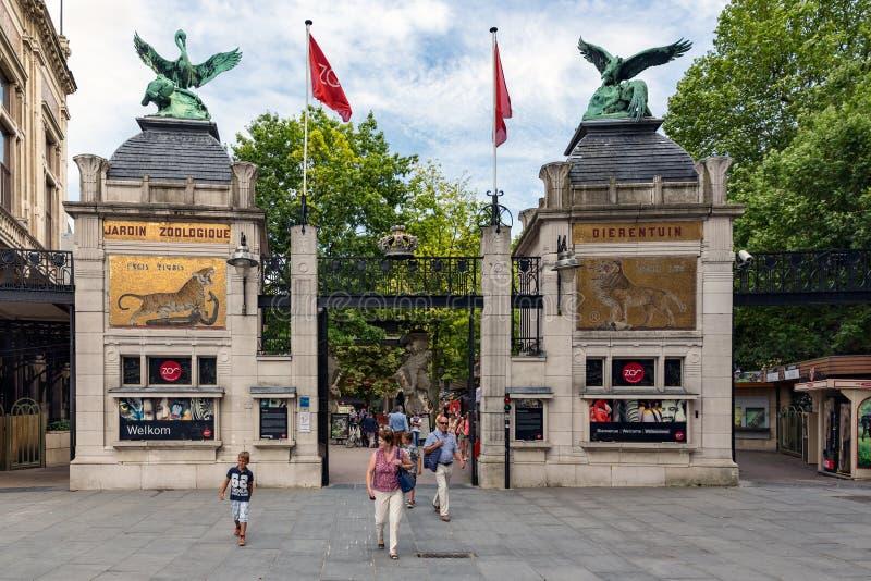 安特卫普动物园的入口的人们在比利时 库存照片