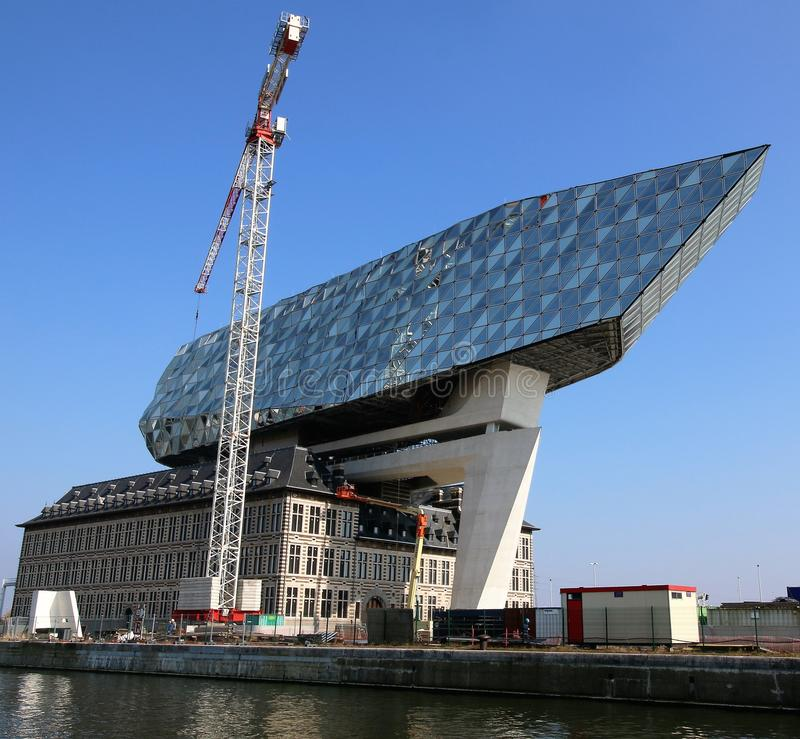 安特卫普港的新的港口办公室在比利时 免版税库存照片