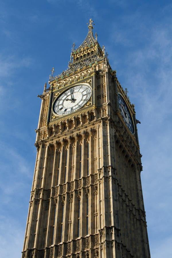 安置大本钟时钟的伊丽莎白塔 库存图片
