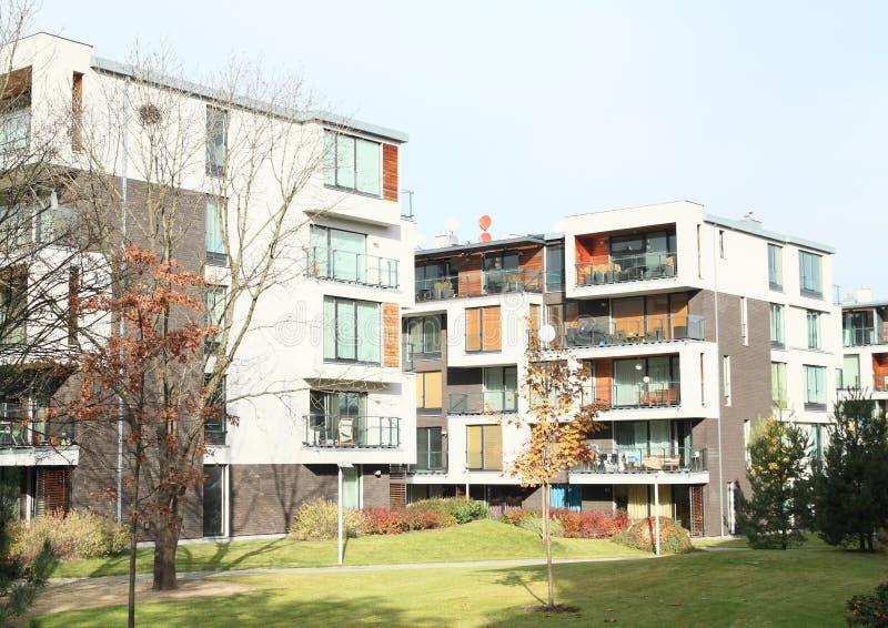 安置现代住宅 免版税库存图片