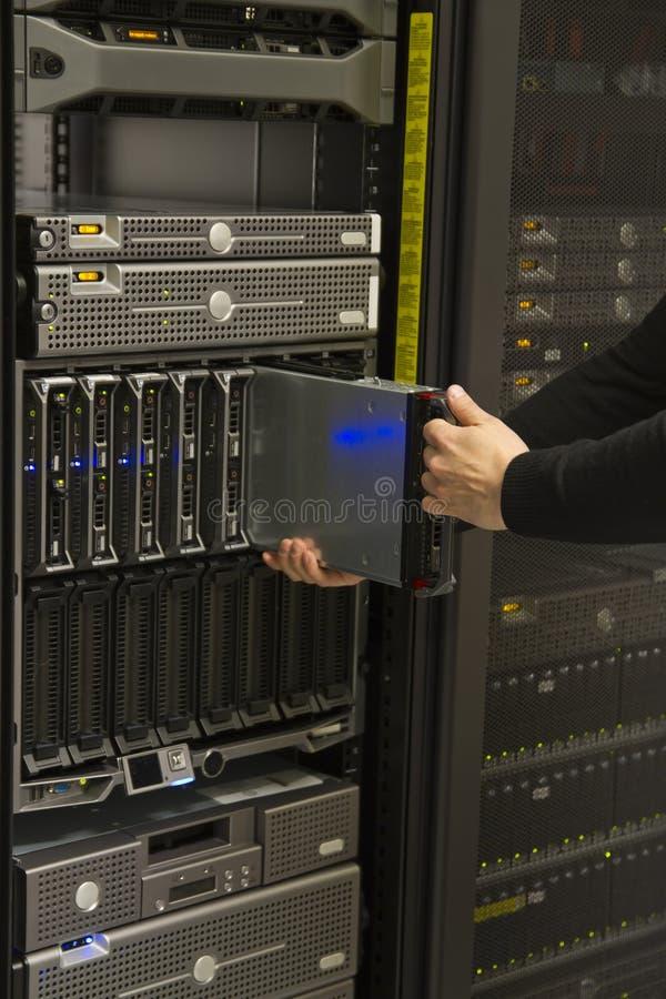 安装刀片服务器 库存图片