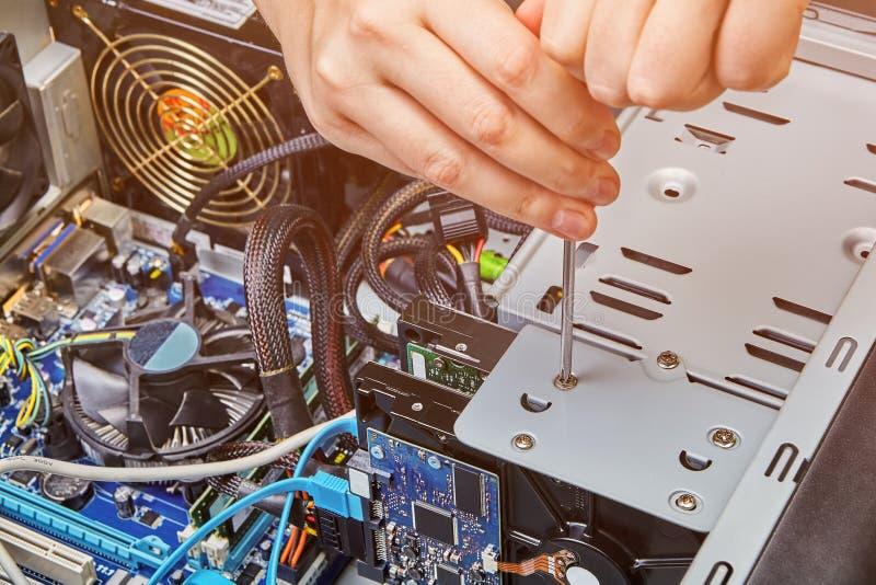 安装和替换硬盘驱动器未装配个人计算机 免版税图库摄影