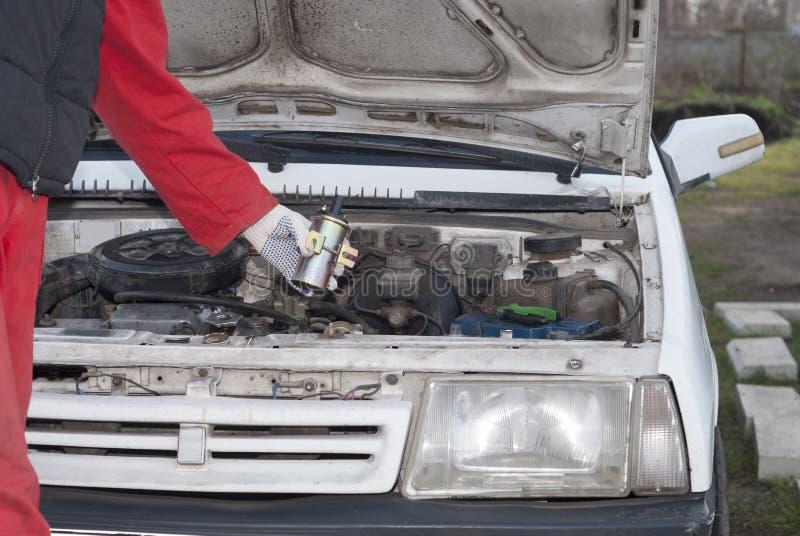 安装工和汽车 免版税图库摄影