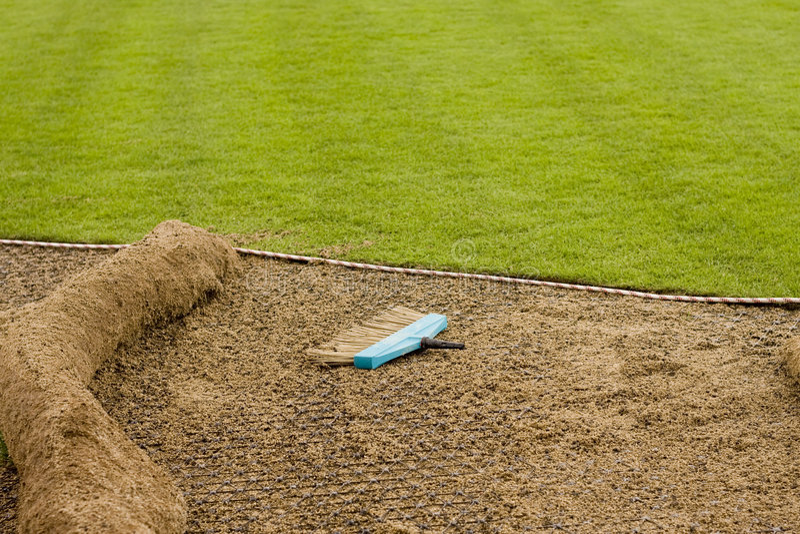 安装新的草皮 库存图片