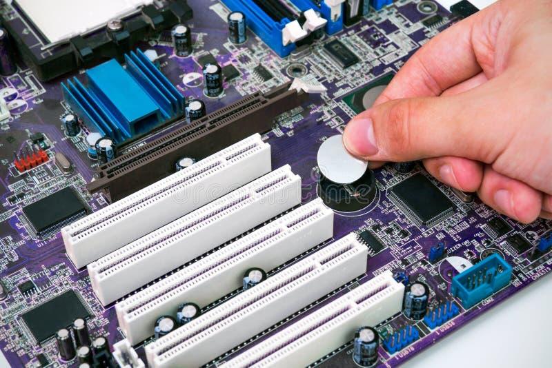 主板故障!教您如何使用主板診斷卡來檢測和修復計算機主板故障