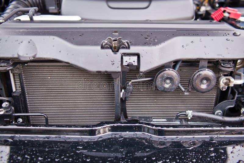 安装的汽车幅射器特写镜头照片  免版税库存图片