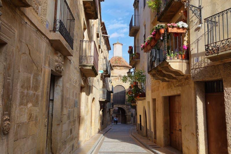 安静小&古镇卡拉塞特,西班牙,几乎没有游人 库存图片