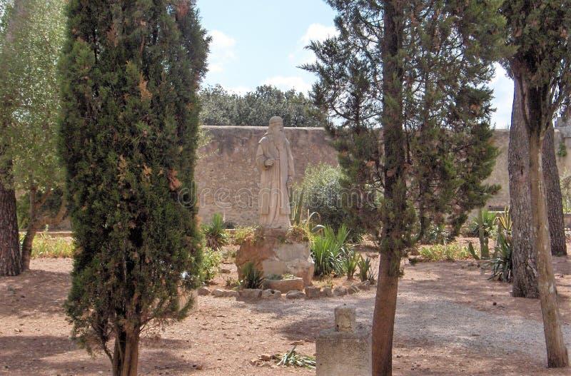 安静的庭院在马略卡 库存图片
