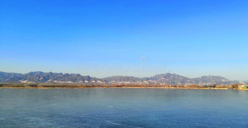 完全地冻北京青龙湖 免版税库存照片