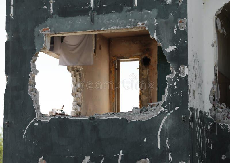 完全地被毁坏的房子 免版税图库摄影