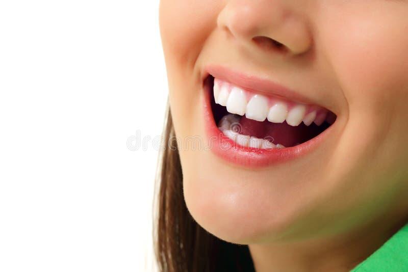 完善微笑健康牙快乐的青少年的女孩 免版税库存照片