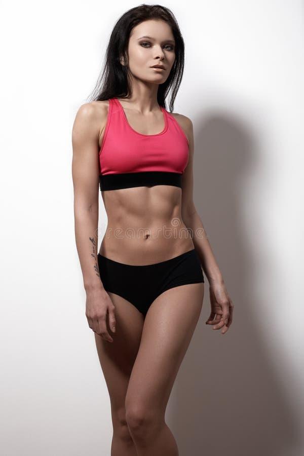 完善的体育女性模型 健康生活方式、饮食和健身 图库摄影