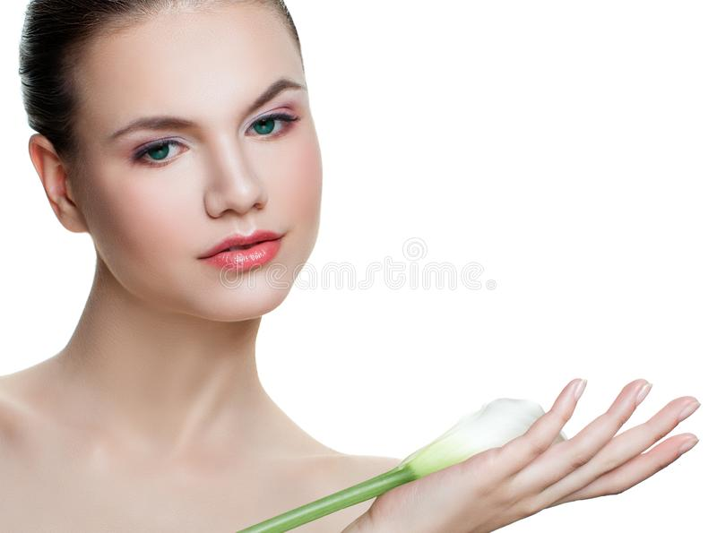 完善的年轻女人藏品水芋百合花隔绝了 库存图片