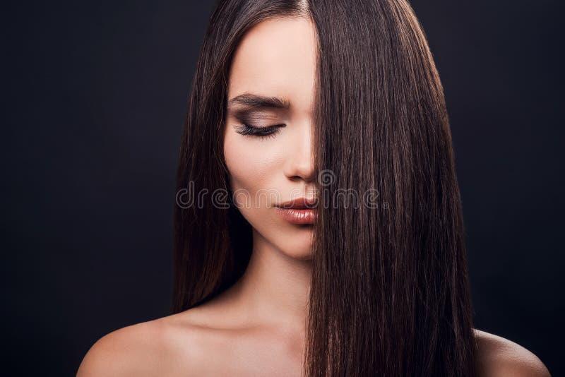 完善的柔滑的头发 免版税库存图片