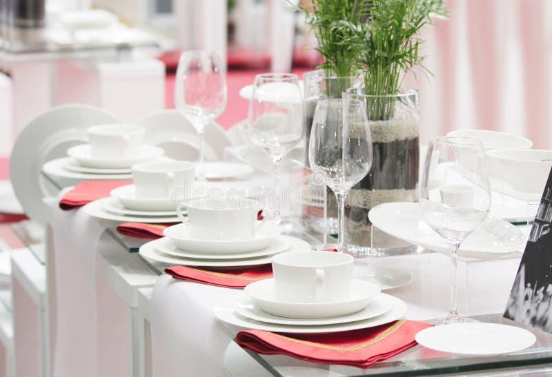 完成餐巾红色集合商品白色 免版税库存照片