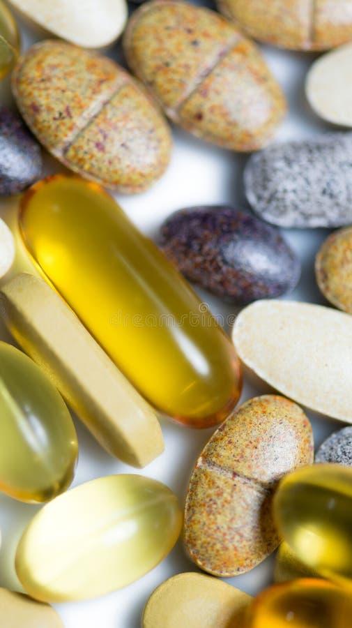 宏观混杂的食物补充的药片 免版税库存图片