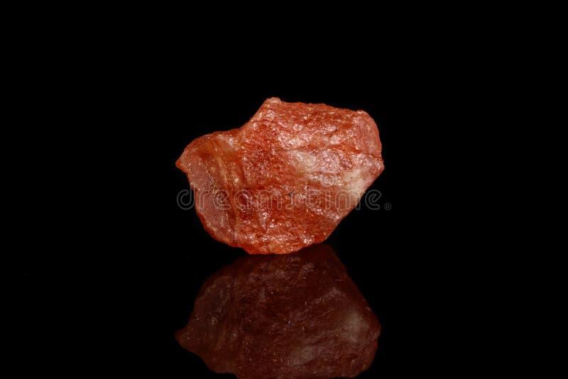 宏观矿物石头霞石晴朗的石黑背景 免版税库存图片