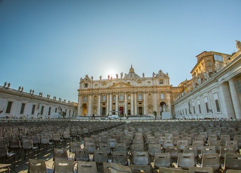 宗教家庭的圣彼得广场和大教堂,梵蒂冈,罗马,意大利 免版税库存照片