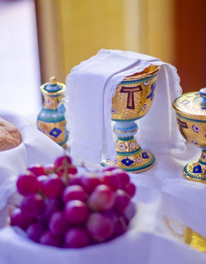 宗教的标志:面包和酒 库存照片