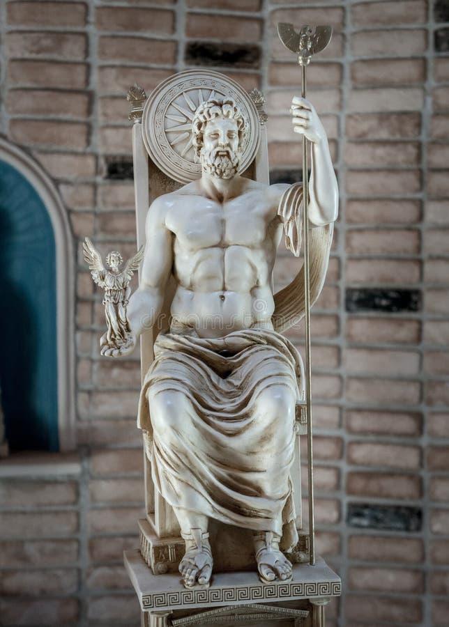 宙斯天空和雷的雕象神在希腊 库存图片