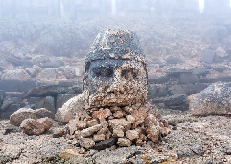 宙斯雕象在内姆鲁特火山登上,土耳其上面的  免版税库存照片