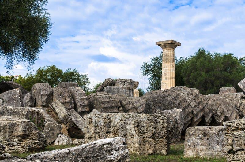 宙斯,古老奥林匹亚,伯罗奔尼撒,希腊寺庙的庄严废墟的看法  免版税库存图片